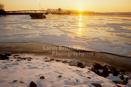 Mississippi River shoreline in Winter